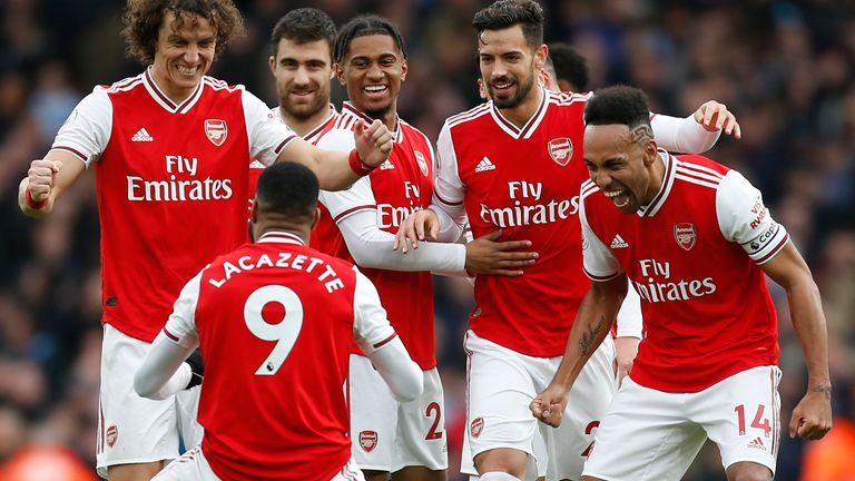 Arsenal seek to end Liverpool's long unbeaten home streak in view of today's clash