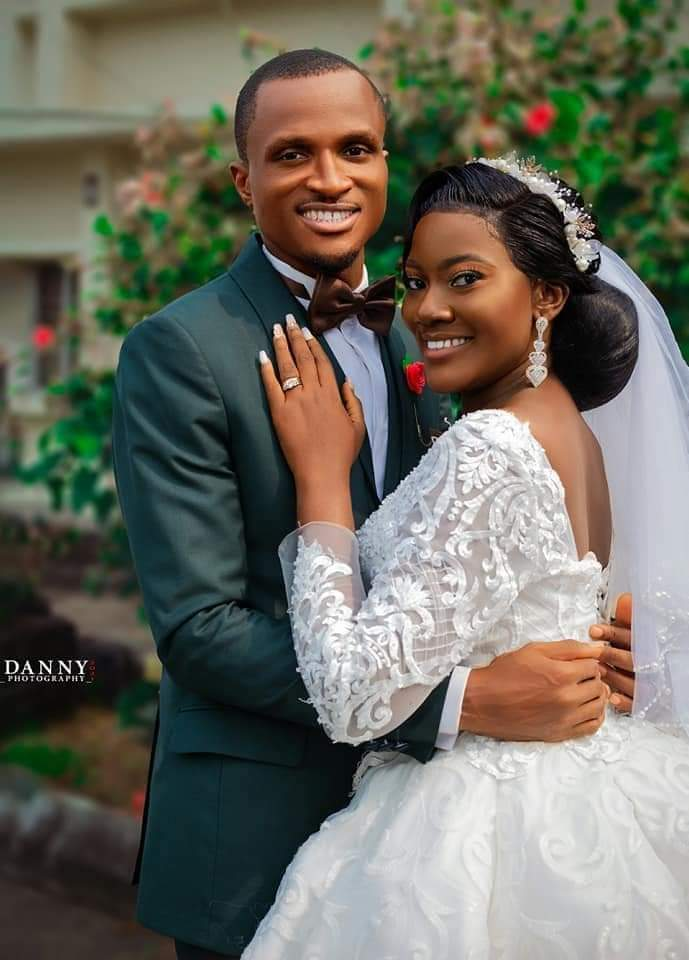 Planet FM's News Correspondent and sports presenter, Bassey Ibiatusuho weds fiancée, Uyai-Abasi Mbarikit